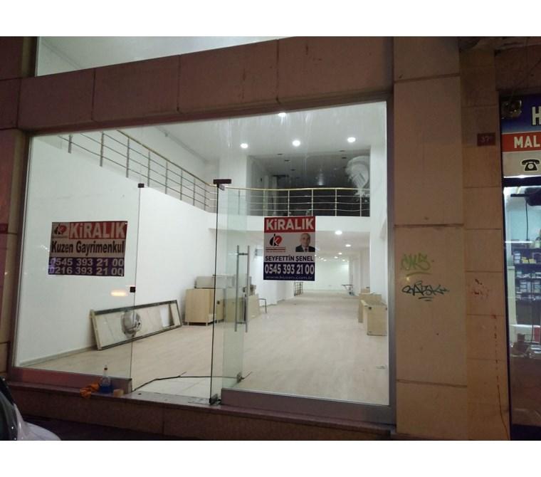 Pendik Çarşı da Depolu Asmakatlı İskanlı 400 m2 Kiralık Dükkan