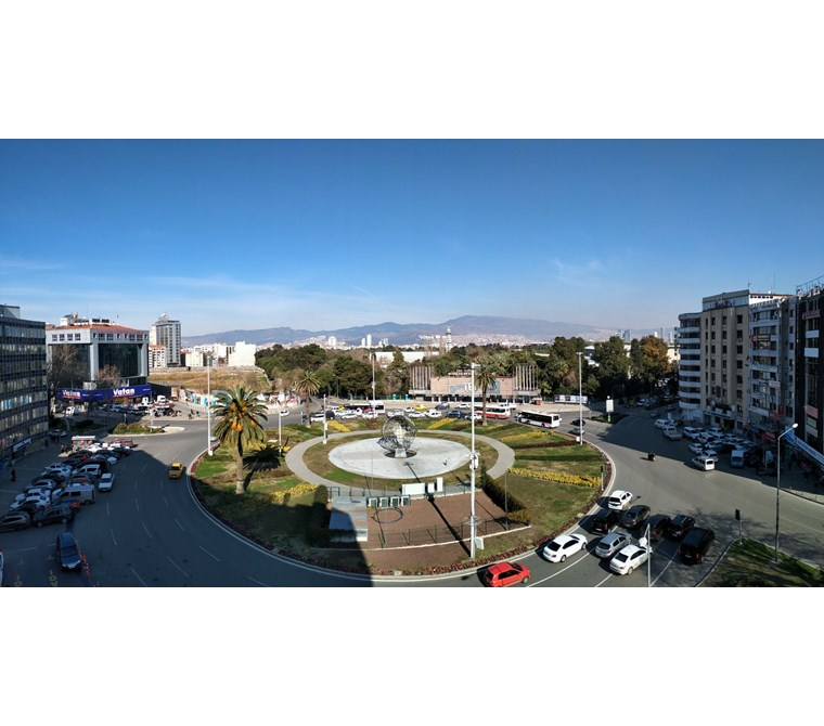 Basmane'de Fuar-Meydan Manzaralı 100m2 Tam Kat Kiralık Büro Ofis