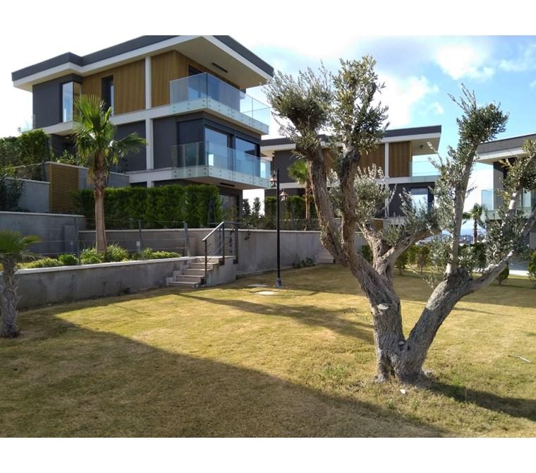 Terakamon'dan Çeşme'de Müstakil Havuzlu Ve Deniz Manzaralı Villa