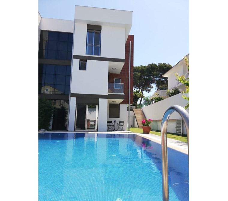 İzmir Çeşme Alaçatı Satılık Tripleks Villa