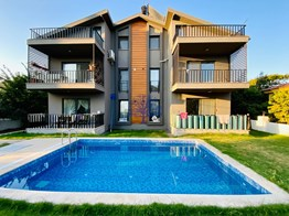 Furnished flat for sale in Fethiye Karagedik 4+1 165m² with pool and garden