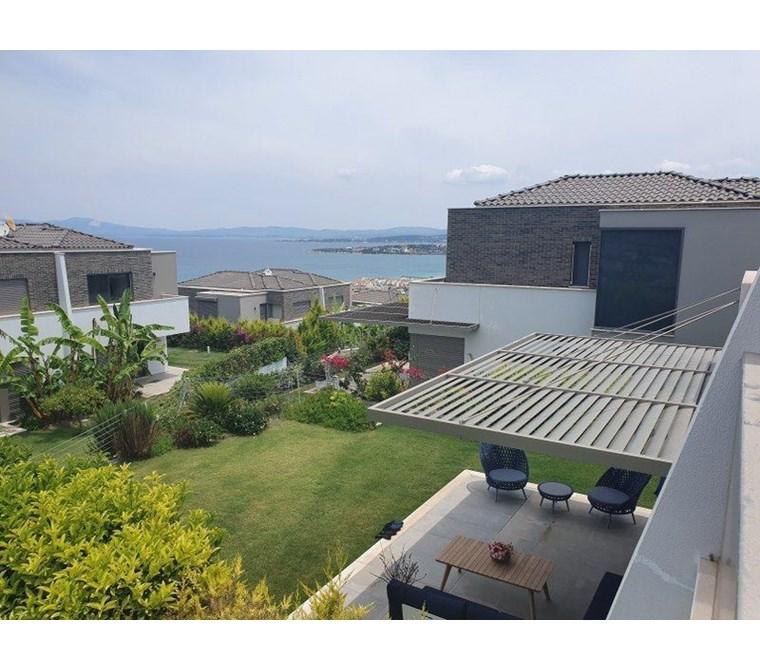 İzmir Çeşme Boyalık Deniz Manzaralı Satılık Lüks Villa
