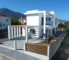 Ozanköy'de Yapım aşamasında Satılık havuzlu modern villalar
