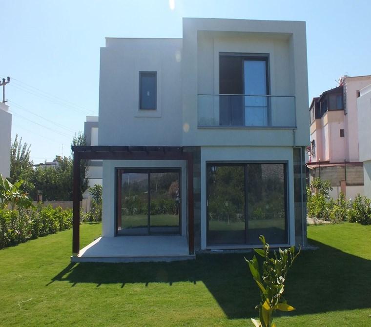 Bahçelievlerde 300 m2 Bahçe içerisinde Müstakil Villa