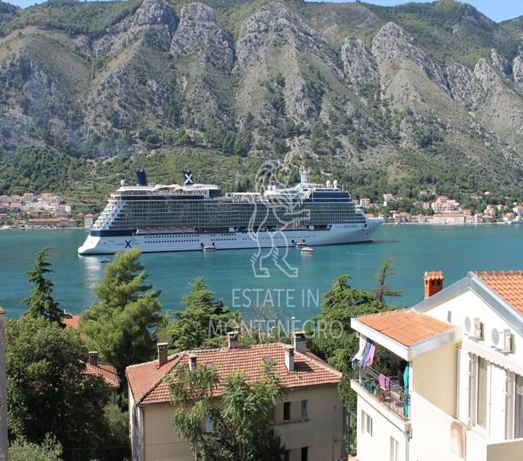 Kotor'da 740m² Satılık 9 Daireli ve Yüzme Havuzlu 2 Bina