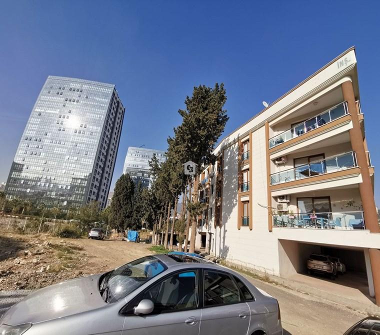 Karşıyaka Örnekköy Saklıbahçe Evleri Yakını Satılık 2+1 Daire