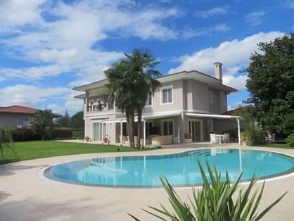 Kemer Country'de Özel Konumlu ve Havuzlu Satılık Villa