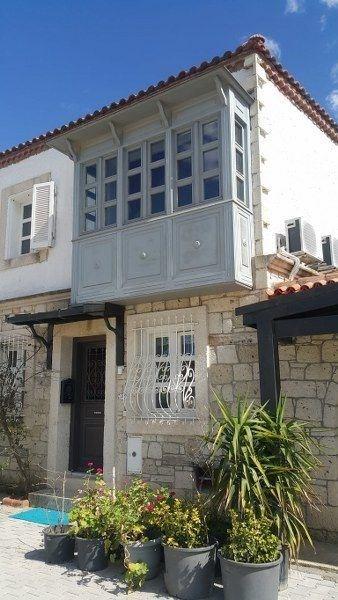 İzmir Çeşme Alaçatı Köy İçinde Bahçeli Kiralık Taş Ev Villa