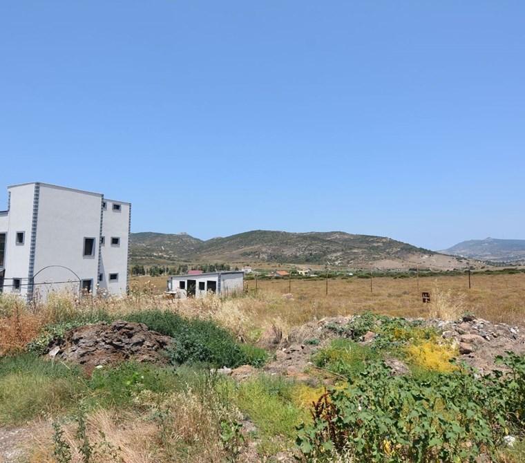 foça köy ğirişinde eskifoçaya yakın imarlı arsa