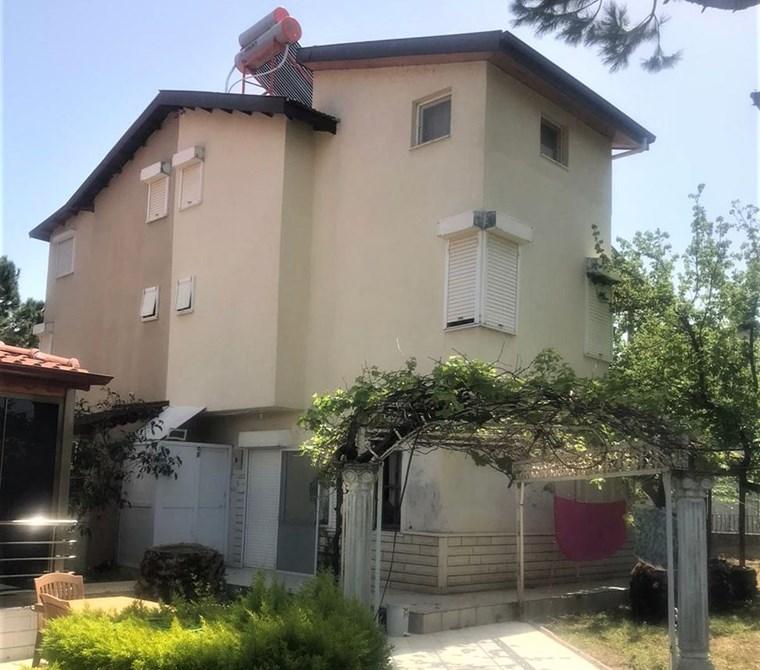 Ayvalık Altınova'da Sahile 50metre Kiralık Yazlık Tripleks Villa