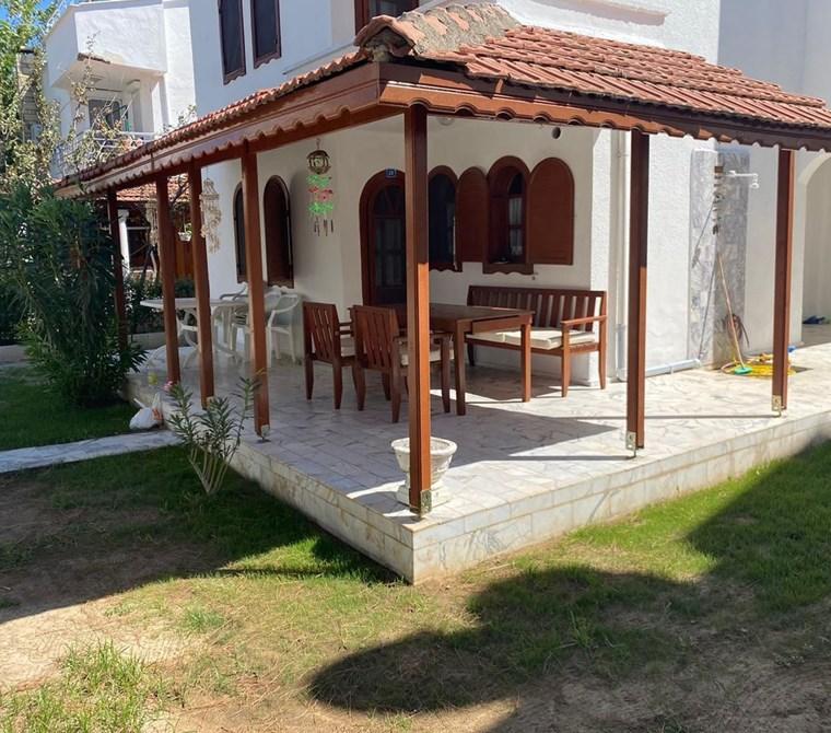 Ayvalık Altınova'da Denize Sıfır Sitede Kiralık Yazlık Villa