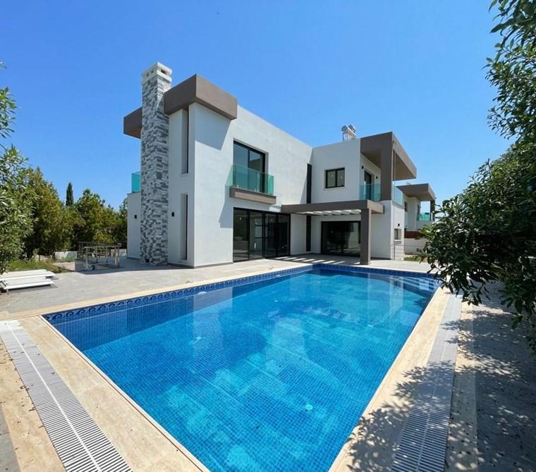 Girne Ozanköy'de Satılık Modern 4+1 villa!