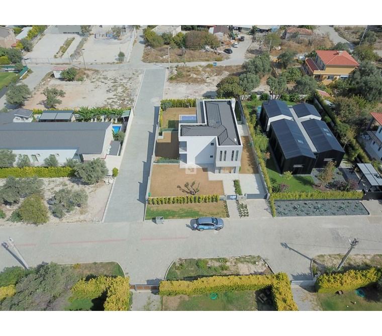 Çeşme Mamurbaba Butik Otel Olmaya Uygun Satılık 8+2 Villa Havuz