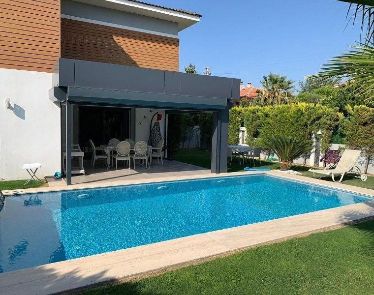 İzmir Çeşme Müstakil Havuzlu Satılık Villa