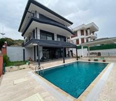İzmir Çeşme Paşa Limanı Deniz Manzaralı Satılık Lüks Villa