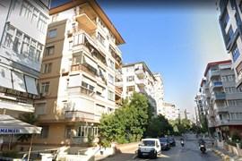 Erenköy Çamlıköşk Sokak'ta Satılık 2+1 Daire
