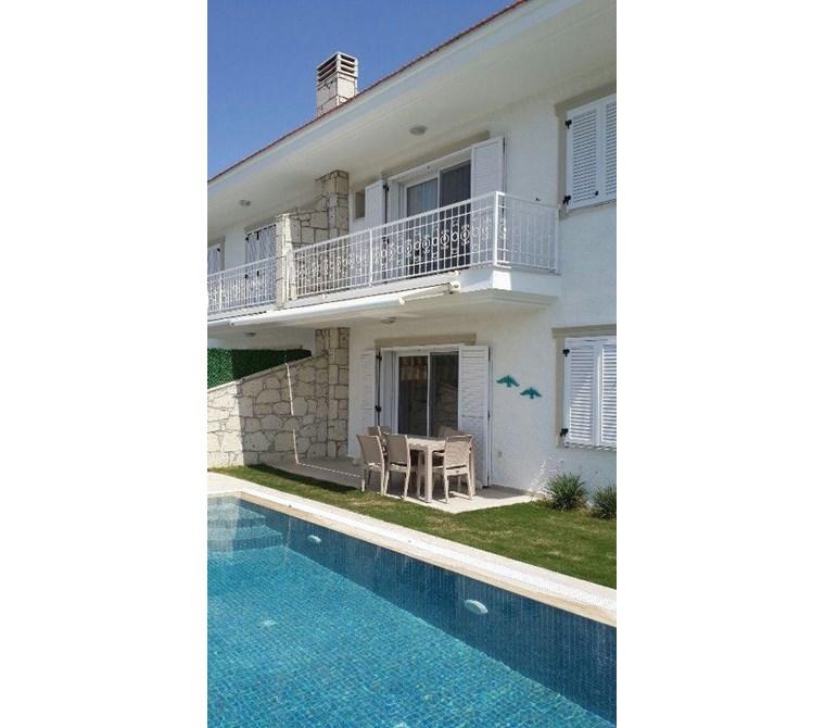 İzmir Çeşme Alaçatı Denize Yakın Sezonluk Kiralık Villa