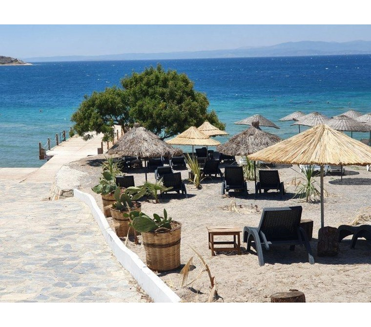 İzmir Çeşme Ayasaranda Denize Sıfır Özel Plaj Satılık Lüks Villa