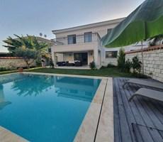 İzmir Çeşme Alaçatı Eşyalı Havuzlu Modern Satılık Lüks Villa