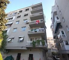 Karşıyaka Bostanlı Şehitler Caddesinde 130 m2 Satılık Daire