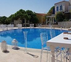 İzmir Çeşme Ayasaranda Denize Sıfır Lüks Satılık Villa