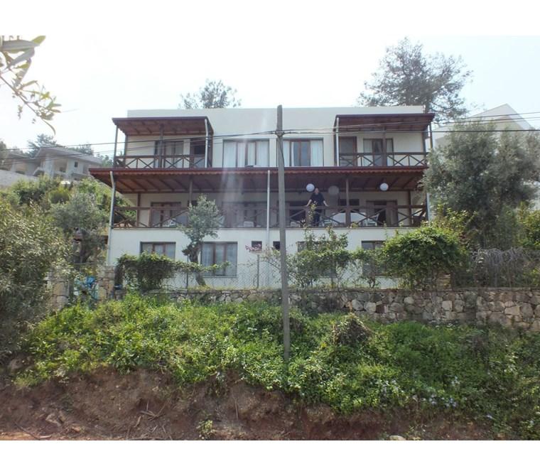 Fethiye Faralya bölgesinde deniz manzaralı kiralık daire