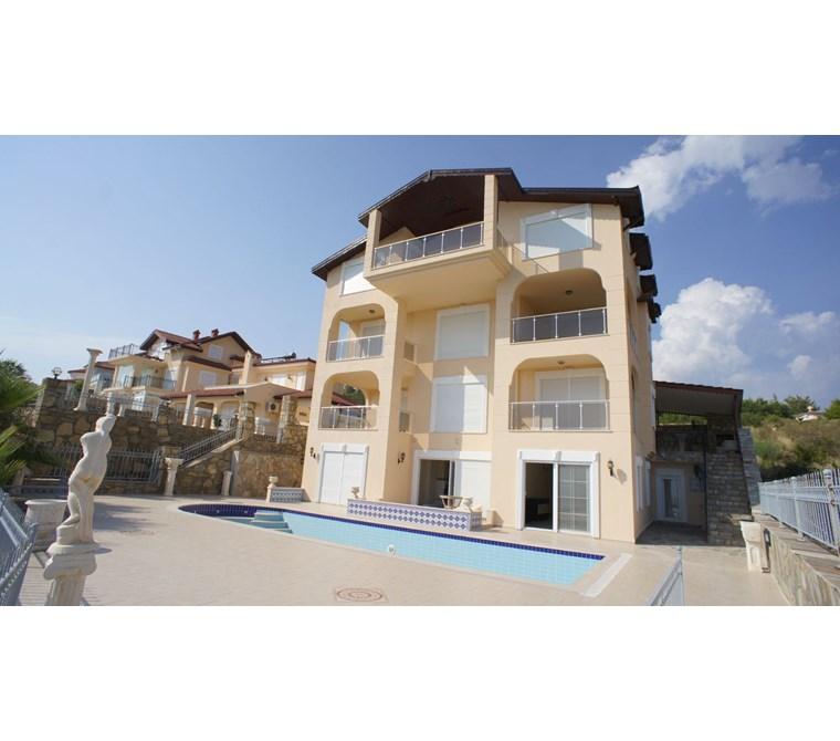 Alanya İncekum Satılık Özel Fourlex Villa