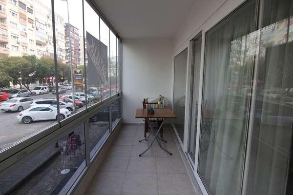 İnönü Cad.Üzeri Göztepe Metro yakını Doğalgazlı Asansörlü Daire