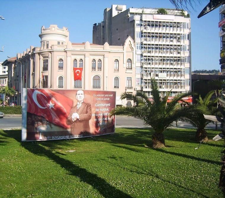 Konak Cumhuriyet Bulvarı Gümrük işhanında Kiralık Büro - Ofis.