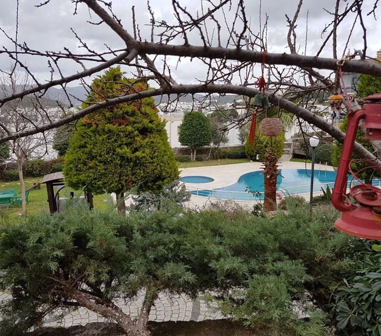 Turgutreis Karabağ Şeray Evlerinde Müstakil Bahçe Kullanımlı