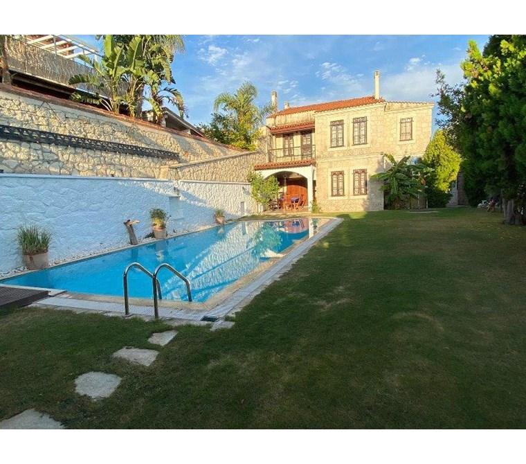 İzmir Çeşme Alaçatı Müstakil Havuzlu Satılık Villa