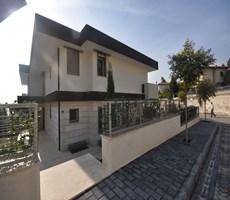 Bornova Dostlar Sitesinde 570 m2 Satılık Villa