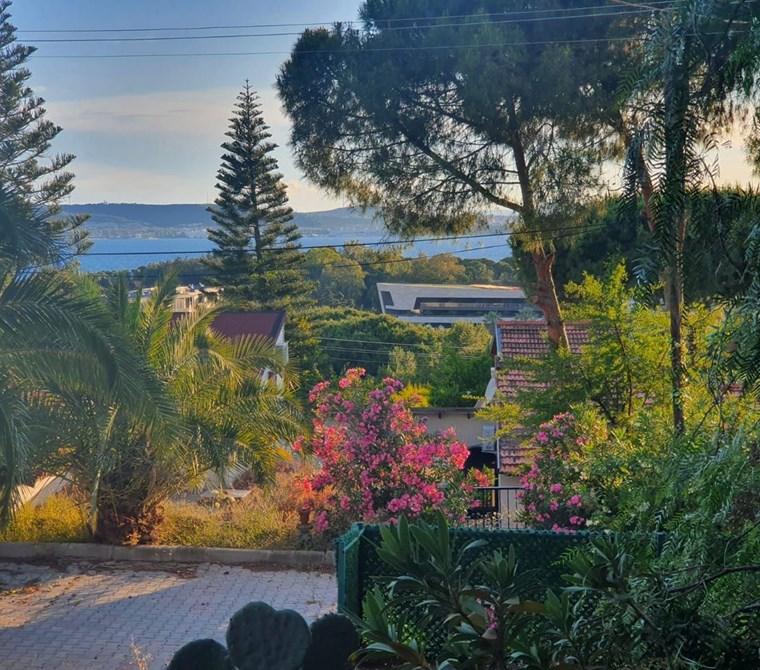 İzmir Çeşme Paşalimanı' nda Deniz Manzaralı Fırsat villa