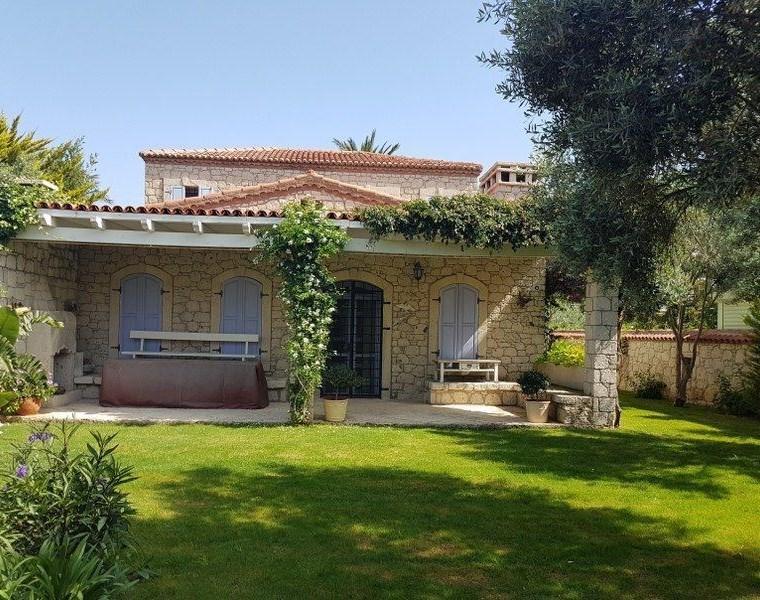 İzmir Çeşme Alaçatı Köy içinde Özel Yapım Kiralık Taş Ev Villa