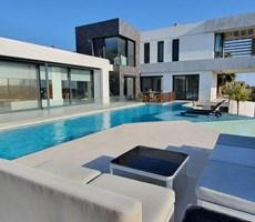 İzmir Çeşme Müstakil Havuzlu Özel Tasarım Lüks Satılık Villa