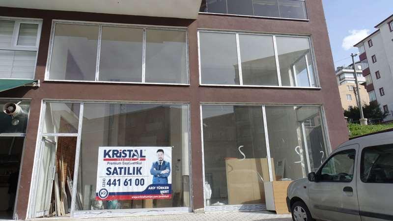 Satılık 200 m2 fiyat avantajlı dükkan